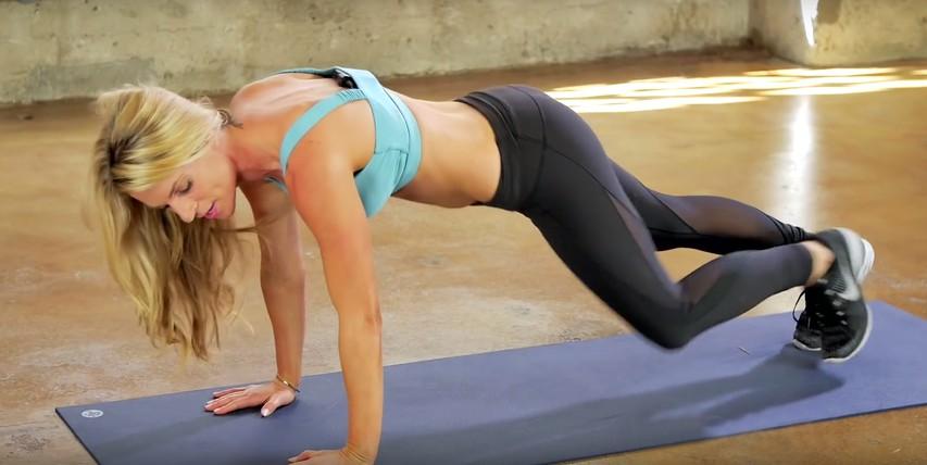 VIDEO: Okrepite in oblikujte zgornji del telesa s treningom, ki ga lahko izvajate kjerkoli