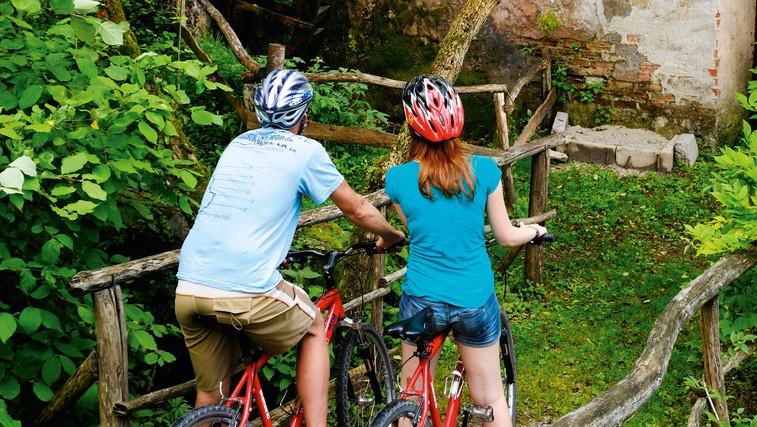 Ideja za izlet: S kolesom ob smaragdni Nadiži (foto: Wikipedia, Bike-Alpeadria.com, Profimedia)