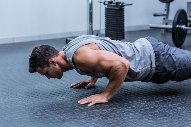 NASVET: Ženske velikokrat skrbi, da bi z vadbo mišice postale preveč opazne, vendar bojazni za to ni. Žensko telo namreč …