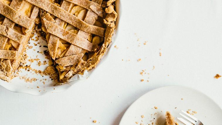 Veganska jabolčna pita iz pirine moke (foto: Osebni arhiv)