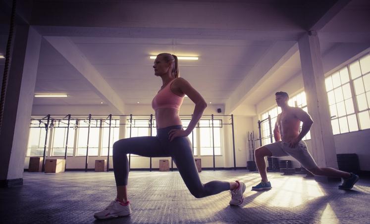 Zraven svoje najljubše vaje 'izpadni korak' pa lahko delate še vaje za krepitev drugih delov telesa. (Povezave boste našli pod …