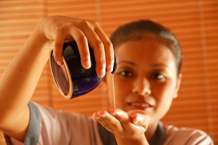 Uporaba eteričnih olj znatno pomlajuje kožo in vpliva na njeno zdravje. Obstaja mnogo preparatov, ki vsem sploh niso dostopni, delujejo …