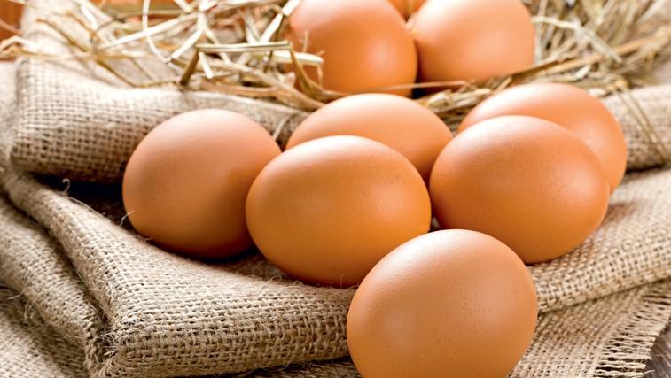Kako pravilno ravnati z jajci, da ne bo prišlo do zastrupitev (foto: Profimedia)