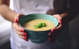 Pogrejte se s kremno juho iz koromača, korenja in krompirja