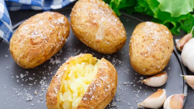 Ideja za kosilo: Pečen (in obložen) krompir v oblicah (foto: Profimedia)