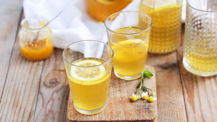 Recept proti depresiji: Topla limonada s kurkumo (foto: Profimedia)