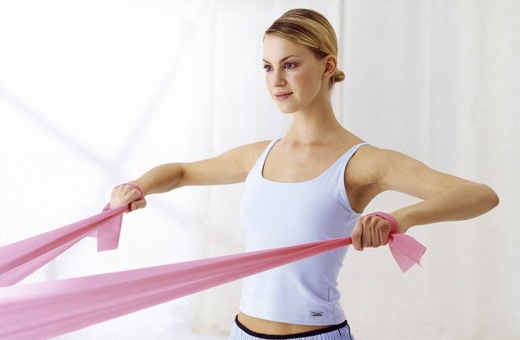 Pilates je vadba, varna in primerna za vsakogar, s posebnim poudarkom na stabilizaciji trupa in krepitvi globokih mišic, zato je …