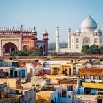 Pogled na Tadž Mahal iz stanovanjske soseske. (foto: Shutterstock, Katarina Mahnič)