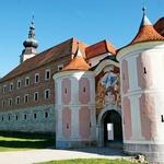 Galerija Božidarja Jakca ima svoje prostore v nekdanjem samostanu. (foto: arhiv občine Kostanjevica na Krki, Matej Jordan, Borut Peterlin)