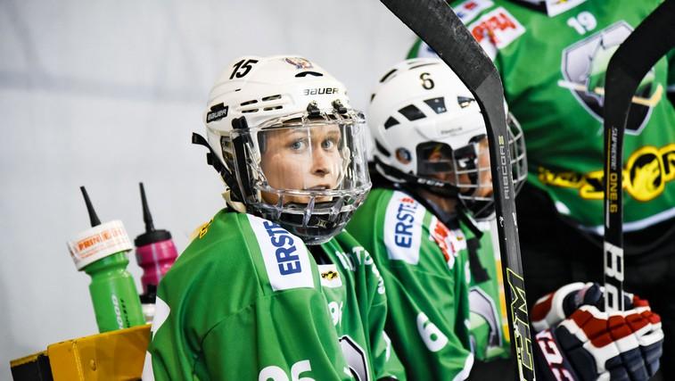 Pia Pren  je ena izmed boljših slovenskih  hokejistk in kapetanka ženske  hokejske izbrane vrste. (foto: Sara Ros)