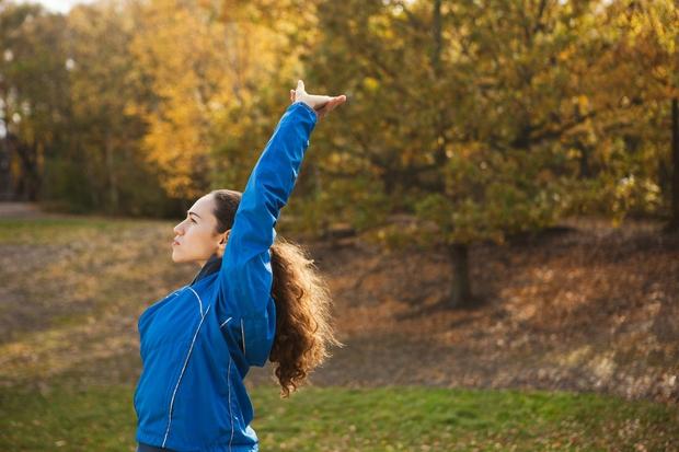 10 sekund GLAVO GOR, RAMENA NAZAJ! Manjša študija, objavljena v Health Psyhology, pravi, da vzravnana drža prežene strah in skrbi …