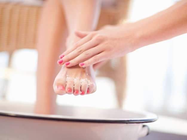 Pozimi ne zanemarjajte stopal - Foto: Profimedia