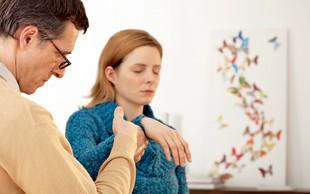 Hipnoterapija: Ali zdravljenje s pomočjo hipnoze res pomaga?