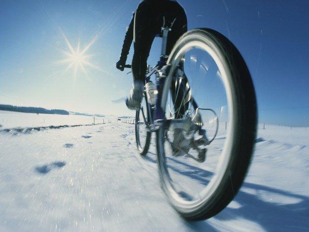 Tudi pozimi kolesarite, a upoštevajte TE nasvete - Foto: Profimedia
