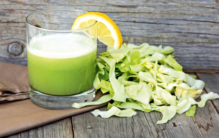 SOK ZELJA Morda vam pitje zeljnega soka ne bo v velik užitek, a je zelo zdravilen, posebno za želodčne težave …
