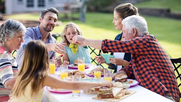 Kako preživeti družinska srečanja brez drame (foto: Profimedia)