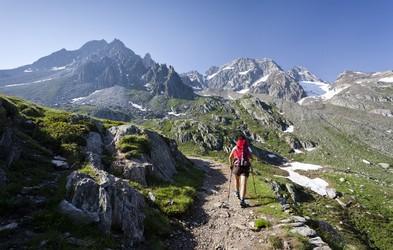 8 stvari, ki ne smejo manjkati pri spomladanskem obisku gora
