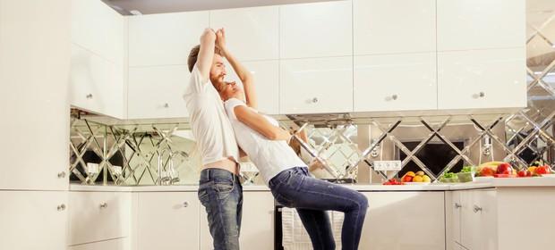 ples-v-kuhinji-par
