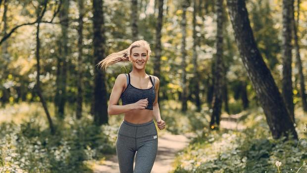 Tek v naravi boljši za psiho kot telovadnica (foto: Profimedia)