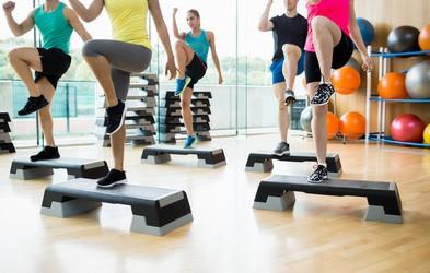 Na uro skupinske vadbe vedno vzemite ...