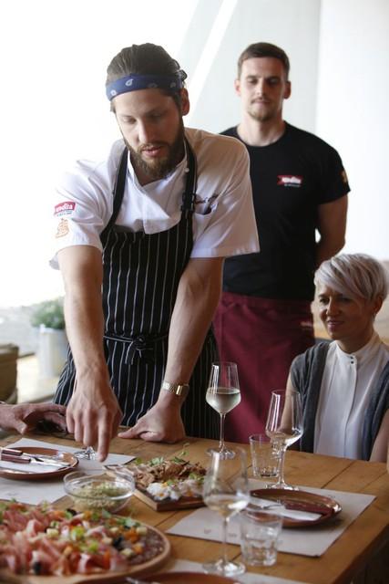 Kosilo v Šunkarni Kodila je pripravil vrhunski kuhar Dejan Sukič iz Kanade.