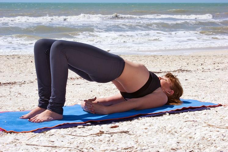 Dvig bokov Z vajo boste okrepili spodnji del hrbta, sprednje in zadnje stegenske mišice ter zadnjico. Ulezite se z upognjenimi …