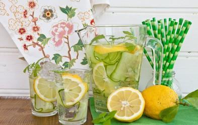 Pripravite si osvežilno pijačo iz poprove mete