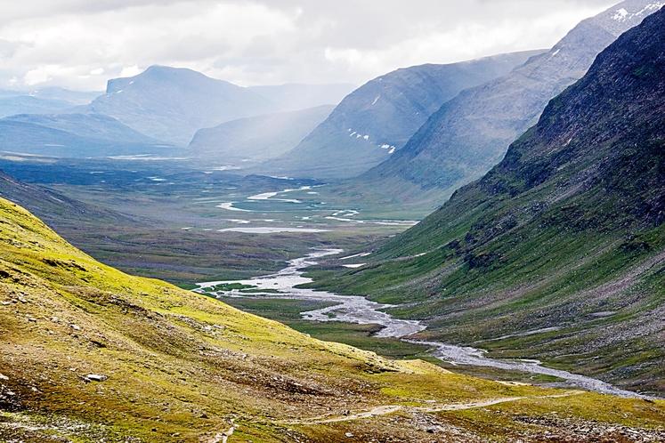 LAPPLAND, LAPONSKA, ŠVEDSKA Čudovita posebna dežela Laponska ter čudoviti posebni ljudje Laponci (ali Sami), ki so ohranili svoj način življenja. …