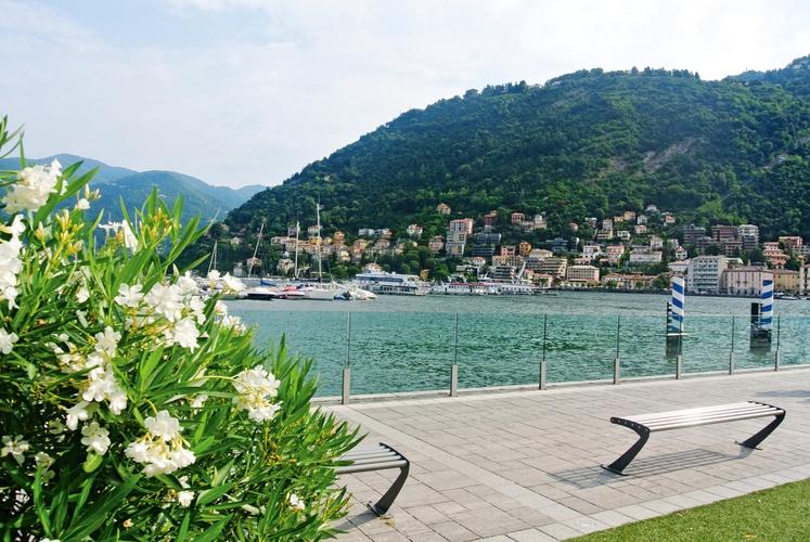 Jezero Como je eno od najbolj razgibanih in najlepših jezer v Italiji.