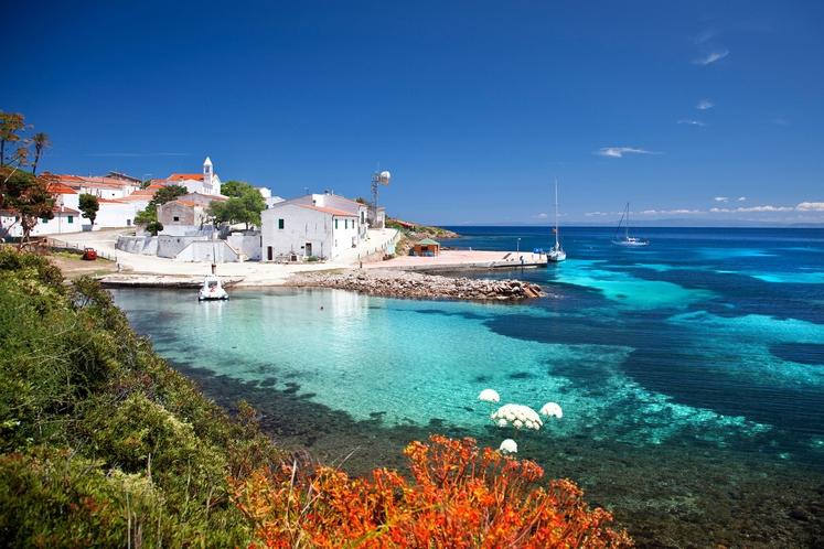 Sardinija (Italija) Otok bogate zgodovine in čudovitih plaž ter zalivov.