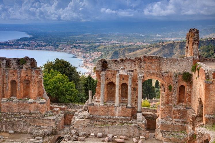 Sicilija (Italija) Prelepa pokrajina, bogata kultura, številni ohranjeni običaji ... Popolna za vse, ki vas privabijo kulturne in naravne znamenitosti.