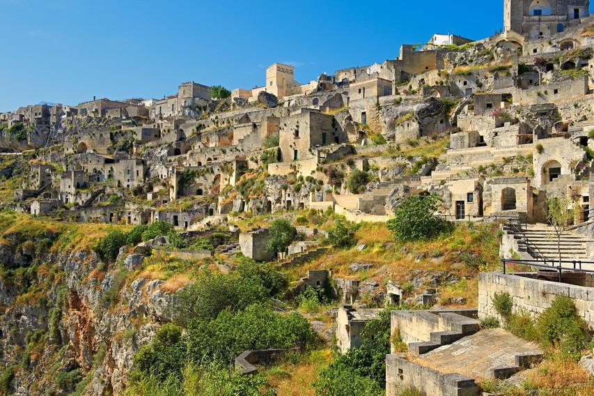 Jamska bivališča Sassi v mestu Matera.