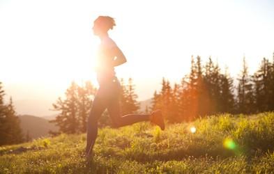 Tek je lahko meditacija: 9 nasvetov, kako v naslednji tek vnesti nekaj miru