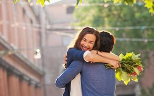 Če počne teh 8 stvari, si želi postati več kot prijatelj