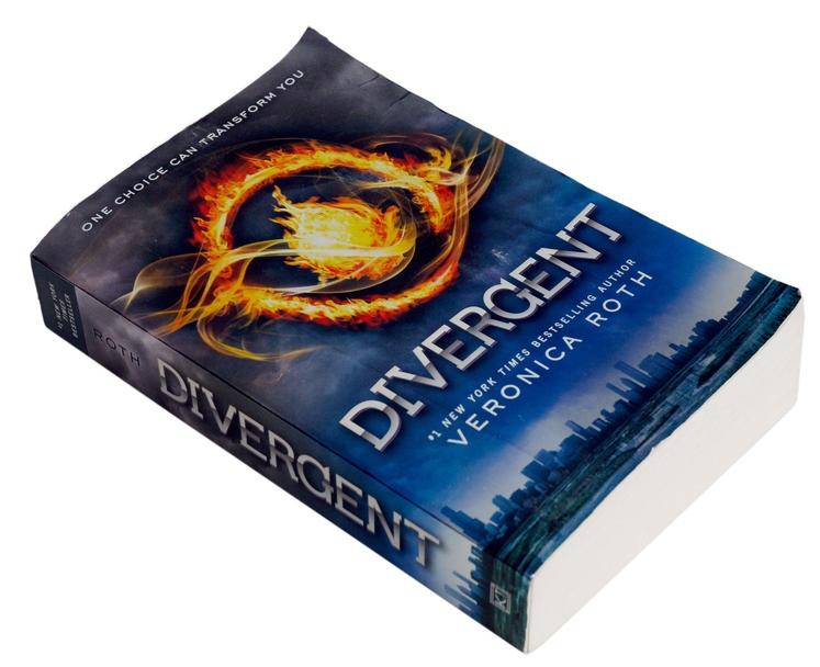 Razcepljeni (Divergent) Ne zanemarjajte potreb bližnjih oseb. V knjigi dekle Tris spozna slabe lastnosti ignoriranja bližnjih na težji način. Z …