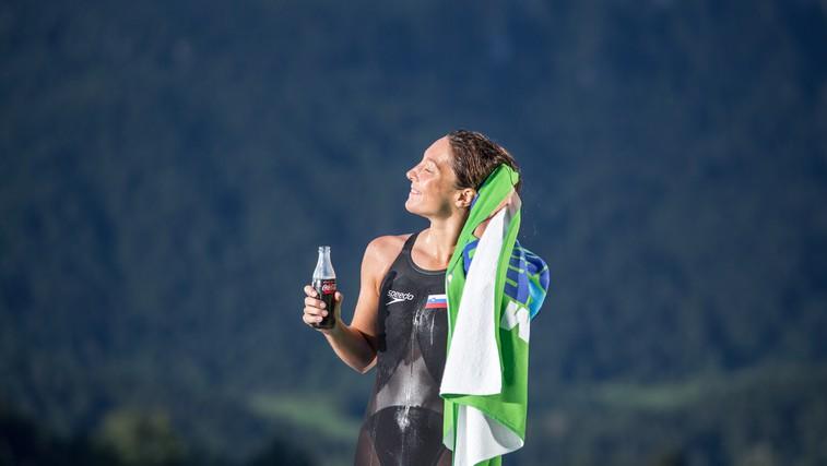 Anja Klinar si pred pomembnim nastopom pred očmi naslika odličen nastop in plavalni rezultat, ki si ga želi. (foto: Matic Bajželj)