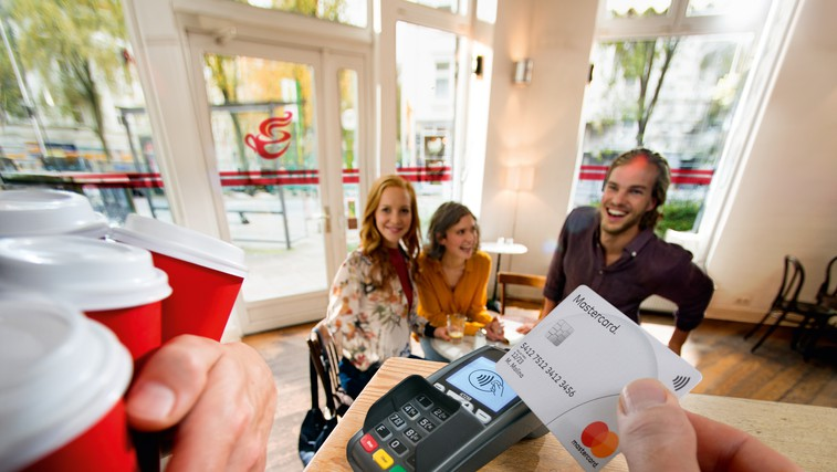NAGRADNI KVIZ: Si prava oseba za brezstično kartico?