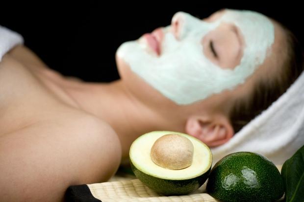 Osvežilna maska za suho kožo Potrebovali boste avokado, kavna zrna in mleko. Priporočljivo je, da avokado zaradi vsebnosti dobrih maščob …
