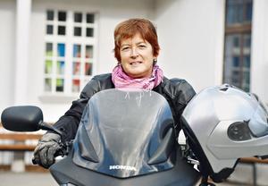 Nataša Kogoj: Ženstvenost v motorističnem sedežu