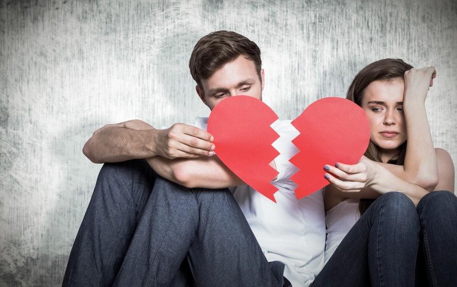 Svetovalnica: Prevara lahko zdrobi odnos (foto: Profimedia)