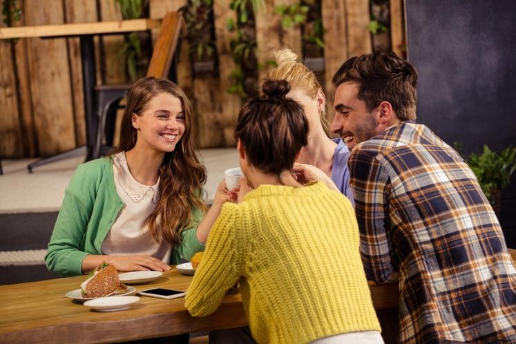 Zamujate druženje Zavrnete povabilo na pijačo s prijatelji, saj je na vrsti vaša najljubša oddaja. Kaj bo bolj štelo, ko …
