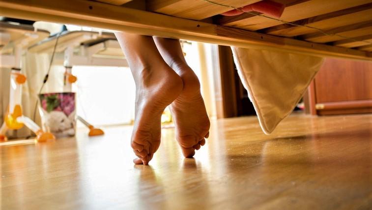 Veste, zakaj bi morali vsak večer pred spanjem na stopala nanesti eterična olja? (VIDEO) (foto: Profimedia)
