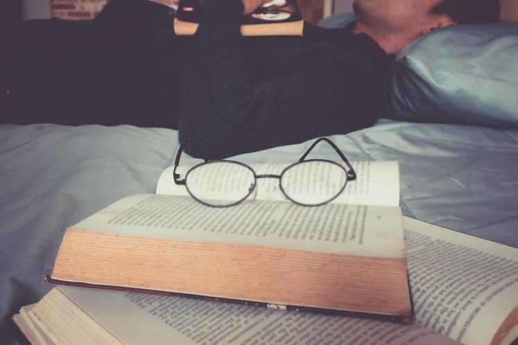 Potem bi prebral/a kakšno knjigo Koliko časa v resnici potrebujete: če v minuti preberete 200 besed, to pomeni, da lahko …