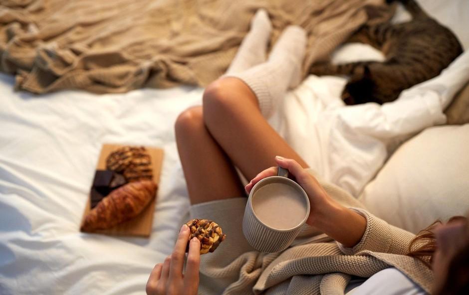 Je obrok pred spanjem dobra ali slaba odločitev, če želite izgubiti kilograme? (foto: Profimedia)