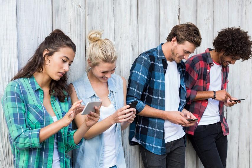 Zaskrbljujoče posledice odvisnosti od telefona