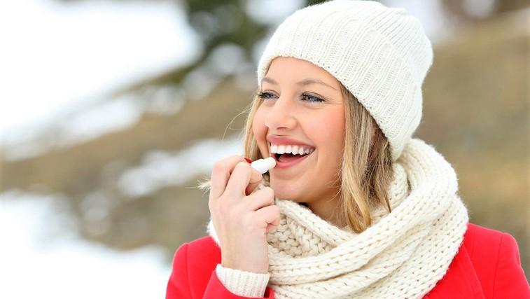 Imate razpokane ustnice? To lahko odpravite z živilom, ki ga imamo vsi doma! (foto: Profimedia)