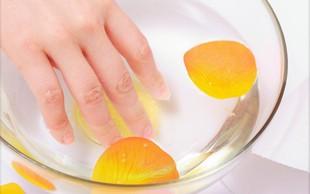 Poglejte, kaj se zgodi, če 2 tedna namakate roke v jabolčni kis!