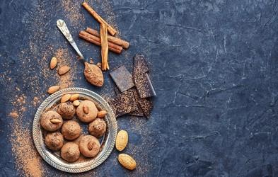 Recept: Medene kroglice z mandlji