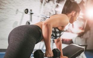 Vas jezijo maščobne blazinice ob modrčku? Preizkusite ta 10-minutni trening! (VIDEO)