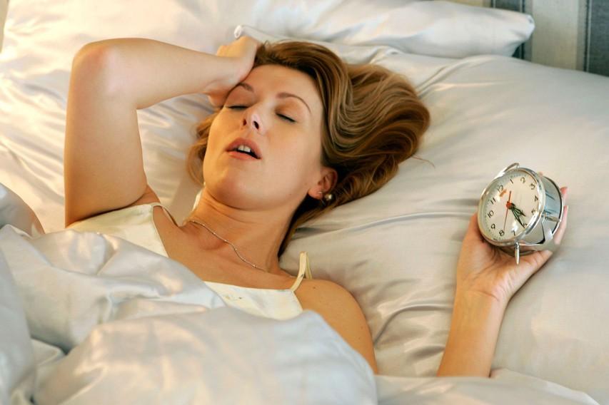 Spalni ritem   Nujno morate vzpostaviti spalni ritem, ki bo telesu povedal, kdaj je čas za spanje. Pomembno je, da ga vzdržujete tudi čez vikend, saj že ena neprespana noč lahko negativno vpliva na počitek v naslednjih dneh. Enako velja za dni, ko ste zelo zaspani. Skušajte zdržati do ure, ob kateri se običajno odpravljate spat. Izjeme so posebni dogodki, ki jih ne morete preskočiti in se odvijajo do jutranjih ur ali izjemne aktivnosti, zaradi katerih se odpravite v posteljo prej kot ob običajni uri.